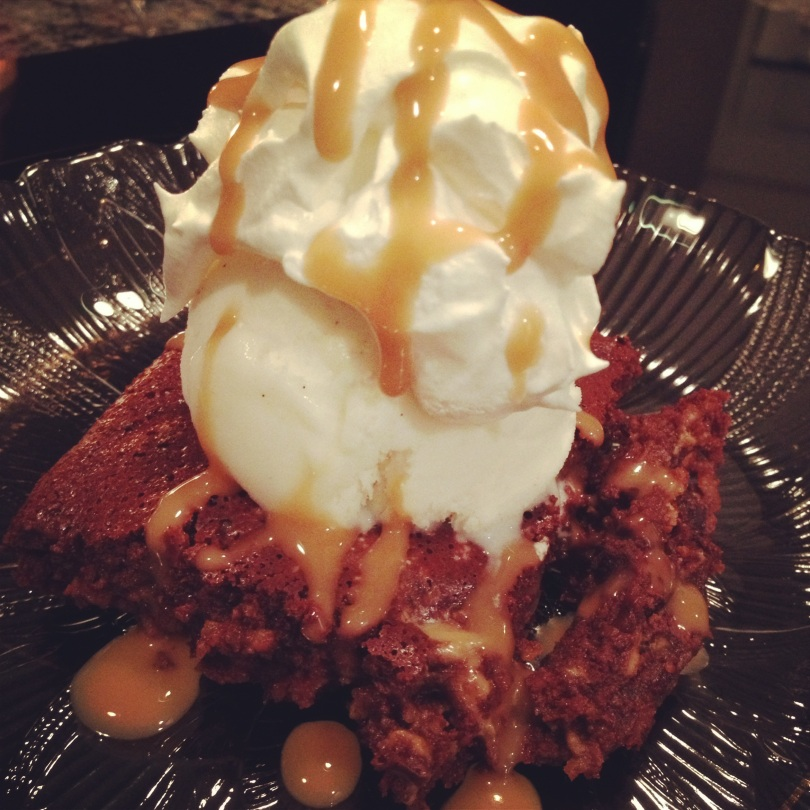 skinny peanut butter brownie topped with vanilla frozen yogurt, light cool whip and sugar free caramel sauce.